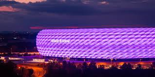 Video: Allianz Arena leuchtet erstmals in Lila