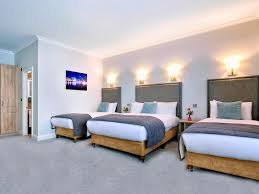 family roomsspacious for the whole familysandymount hotel offers 3 family rooms which include one double and two single beds with plenty storage space