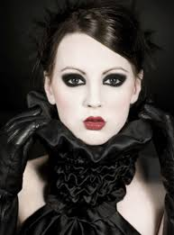 glam gothic makeup