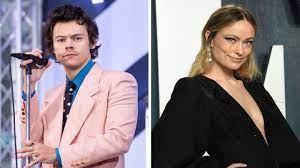 Harry Styles und Olivia Wilde halten ...