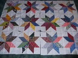 Charm Pack Star..makes a 16 inch block - via @Craftsy Free quilt ... & makes a 16 inch block - via Free quilt block pattern using 5 inch squares.I  love me an easy to make star quilt! Adamdwight.com