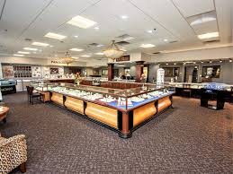 the jewelry center is a full service jewelry that is mitted to providing exceptional customer care in a cal friendly atmosphere