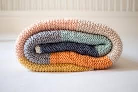 geschenk zur geburt: babydecke mit streifen selber stricken