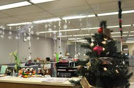 Christmas decorating themes office Polar Express Christmas Snydle 40 Office Christmas Decorating Ideas All About Christmas