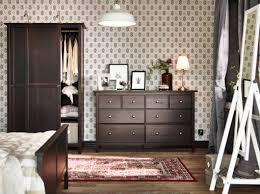 Ein großes Schlafzimmer mit HEMNES Kommode mit 8 Schubladen und ...