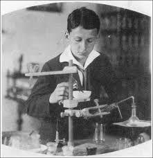 nikola tesla alternating current. nikola tesla, serbian born - american inventor, he was the major contributor to development of alternating current (ac) electrical systems, tesla
