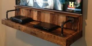 {DIY} Pallet Wood Floating TV Shelf Idea That Hides Your Wires -  Pinteresting Finds