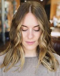 Hairstyle Flattering Medium Round Faces In Carefree Vibes