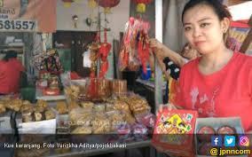 Kue keranjang juga disebut nian gao atau kue china. Jelang Imlek Kue Keranjang Paling Laris Di Mayor Oking Jpnn Com