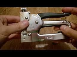 Как зарядить мебельный (строительный) степлер - YouTube