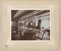 Woonkamer Interieur Met Schilderijen Aan De Wand Picryl