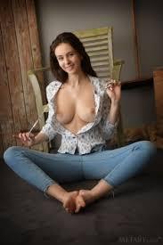 Alisa Amore In Fantastic Brunette Likes To Pose Met Art Pure Nude Girls