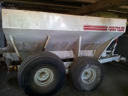 Viewing A Thread Help Identifying This Dry Fertilizer Spreader