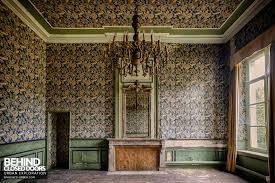 chateau de la chapelle belgium. Chateau De La Chapelle \u2013 Room With Pattered Wallpaper Belgium C
