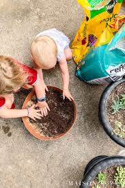 girls mixing potting soil for succulents maison de pax