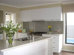 white painted kitchen cabinetsSimple ideas for painting and give a new look to your kitchen