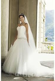 A-linie Trägerlose Romantische Brautkleider aus Tüll mit Schleppe