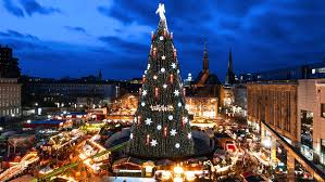 Where is the world's largest Christmas tree?