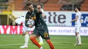 Galatasaray Berkan Kutlu'yu istedi Alanyaspor cevap verdi
