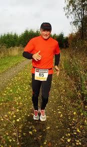 Günter Henze vom TV Attendorn. Rothaarsteig ( 23.10.2013) Für die Läufer unserer Region ist der Falke Marathon das Highlight des Jahres. - falke-rothaarsteigmarathon-008