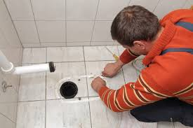 Fußboden fliesen gibt es in unserer auswahl in vielen unterschiedlichen formen, größen, farben und mustern. Silikon Von Fliesen Entfernen Die Richtigen Hilfsmittel