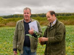 Jeremy clarkson looks into the real life of a farmer as he's is faced with the challenges of running a successful farm and farm shop at his own farm, diddly squat farm. Zrpootvqprcscm