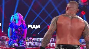 WWE Raw: Blutspuckende Bliss entscheidet Orton vs. Edge