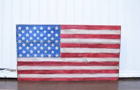 it s almost time to celebrate independence day and what better way to show your patriotism than with this beautiful wood pallet american flag from the