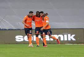Başakşehir, Fenerbahçe'yi iki golle geçti