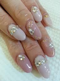 ネイリストに聞く結婚指輪に合う普段使いのネイルデザイン指のお