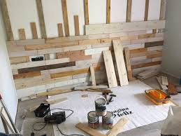 making pallet wood wall