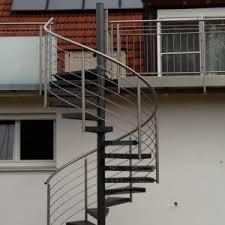Durch höhenverstellbare wangen können höhen ab 29 cm (2 stufen) bis 4,40 meter und 22 steigungen erreicht werden. Aussen Treppen