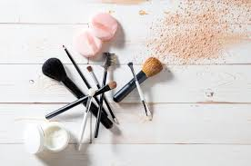 a good set of makeup brushes can set you back up to 80 or more diy makeup tools may be all the rage on insram using bobby pins to craft the perfect