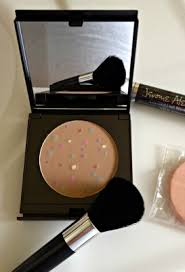 i received to review a makeup from legendary makeup artist jerome alexander he developed a pressed ultra fine mineral makeup powder that es in a