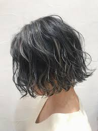 黒髪はハイライトで垢抜けショートミディアムロング別おすすめの