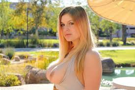 Danielle busty and flashing pussy outside Pichunter