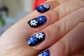 nail art blue flowers