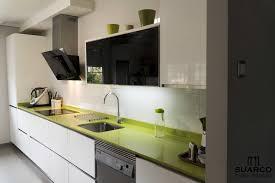 Cocina Blanca Con Encimera Verde Fun
