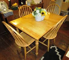 Maple Kitchen Table And Chairs Farm Style Maple Kitchen Dining Table W 4 Chairs Phantastic Phinds