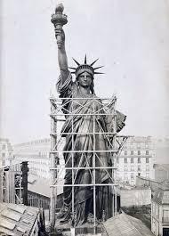 античный человек узнал бы в статуе свободы богиню смерти гекату