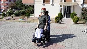 Dünyanın en uzun boylu kadını Rümeysa Gelgi, Guinness'e girmenin  mutluluğunu yaşıyor | TRT Ha
