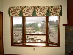 Wood Window Treatments Ideas Window Treatment For Bay Windows In Living Room