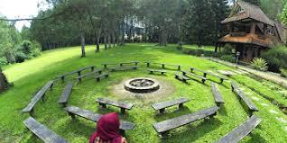 Selain itu, di taman herbal insani ini juga terdapat permainan berbayar seperti panahan, becak mini, perahu bebek, terapi ikan, dan masih banyak lagi. Lokasi Dan Harga Tiket Masuk Wisata Taman Labirin Bandung