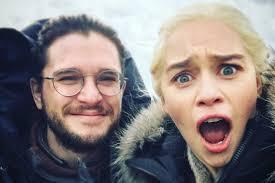 Emilia Clarke provoca Jon Snow com uma fotografia dos bastidores -  Life&Style