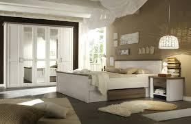 Tolles Moderne Dekoration : Schlafzimmer Wandgestaltung Mit Weisen Mobeln  Charmante Inspiration Schlafzimmer Weia Hochglanz Und Attraktiv