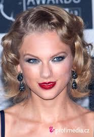 Vlasy Jako Taylor Swift A Její Retro Zvlněné Mikádo Happyhair