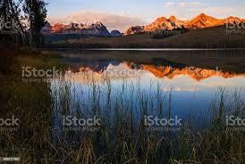 Little Redfish Lake Alba Stanley Idaho - Fotografie stock e altre immagini  di 2015 - iStock