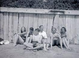 Man Ray : Nusch Eluard, Valentine Penrose, Roland Penrose, Paul Eluard,  Pablo Picasso, Cécile Eluard vers 1937   Man ray, Penrose, Pictures