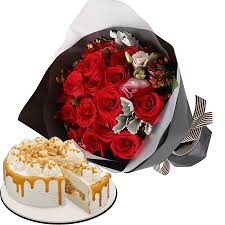 Tempting layers of cream cake with delightful coffee crunch in between and topped with delicious honeycomb crunch. Send One Dozen Red Roses With Coffee Crunch Cake To Cebu Philippines