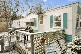 Huge Price Difference: The Site Of This Modest One Bedroom Trailer In The  Hamptons